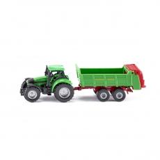 Трактор с прицепом для удобрений